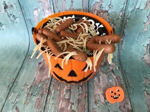 Handige hapjes - halloween snack - knakworst spinnen