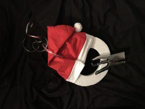 DIY kerstmannen krans - kerstmuts vastmaken