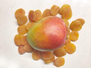 Ingrediënten gezonde snoepjes mango