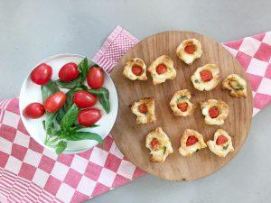 Caprese kuipjes mozzarella tomaat basilicum