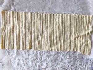 handige hapjes aspergespiralen repen snijden