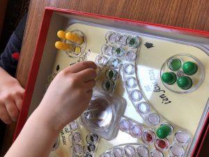 corona thuis opa oma missen - spel spelen