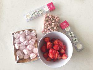 decoreren taart aardbei rozen meringue